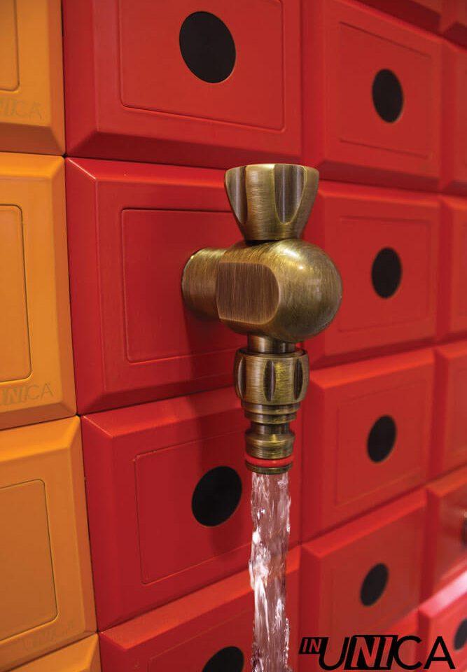 Placchetta inUNICA con innesto rubinetto da giardino finitura bronzo antico - colore placchette inUNICA tonalità del rosso