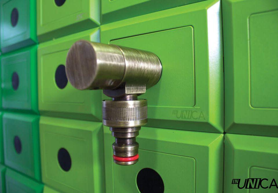 Placchetta inUNICA con innesto rubinetto da giardino finitura bronzo antico - colore placchette inUNICA tonalità del verde