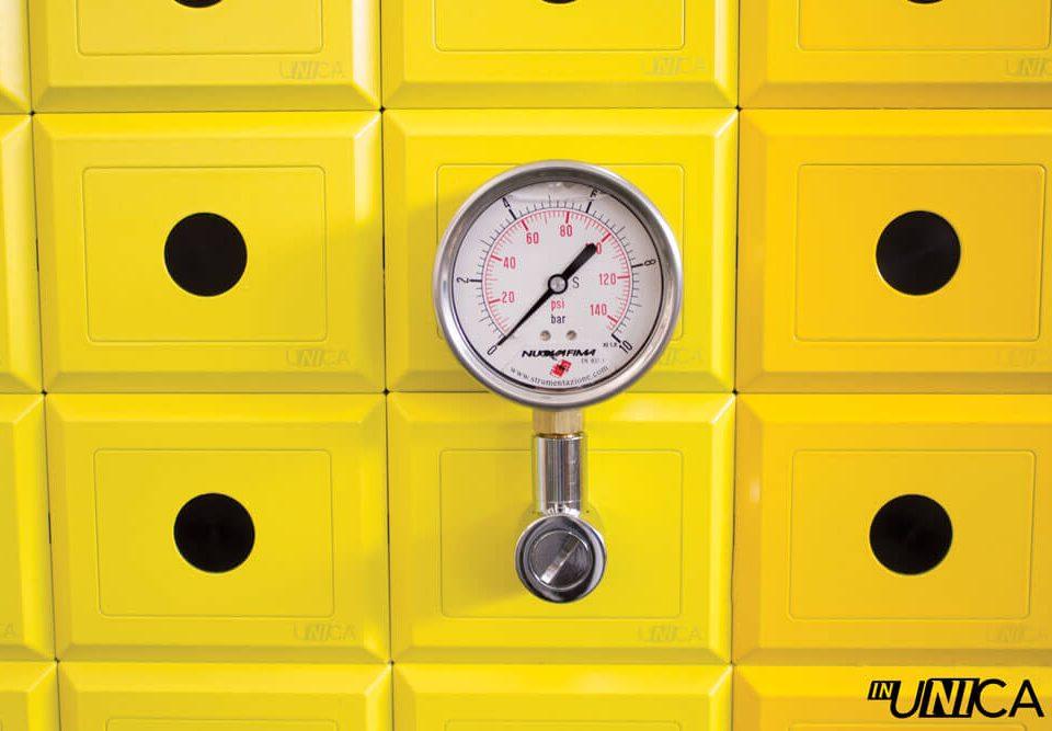 Manometro su parete design inUNICA placchette tonalità giallo limone giallo caldo - Manometro Nuova Fima